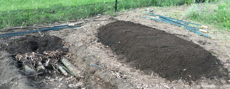 Adding soil to the top of your Hugelkultur garden